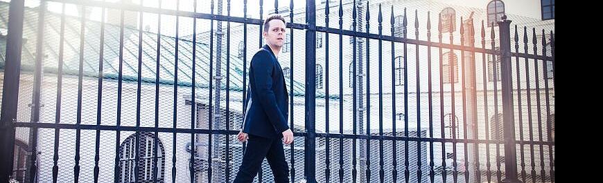 """New Room"" - das erste Soloalbum von MIK (Zeronic)"